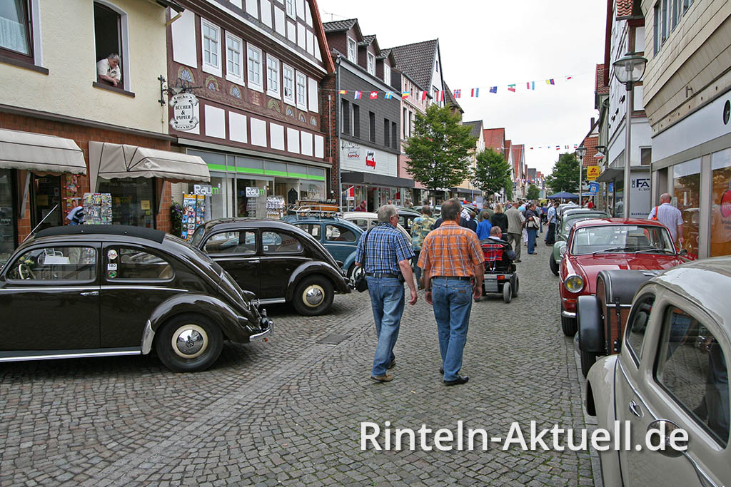 Für ein Wochenende verwandelt sich die Kulisse Hessisch Oldendorfs in eine verzauberte Märchenwelt für Autofreunde.