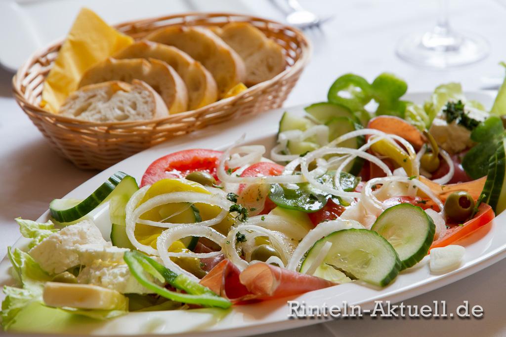 Zum Kroaten: Die Speisekarte reicht vom mediterranen Vorspeiseteller bis zur großen Grillplatte.