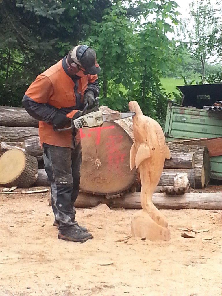 08 rinteln aktuell chainsaw carving kai gerulat holz figuren schnitzen kettensaege