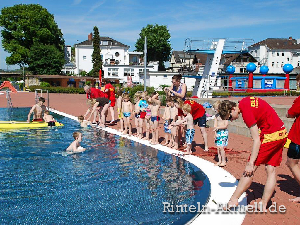 08 rinteln aktuell dlrg rettungsschwimmer ausbildung ferienspass weser freibad ortsgruppe verein