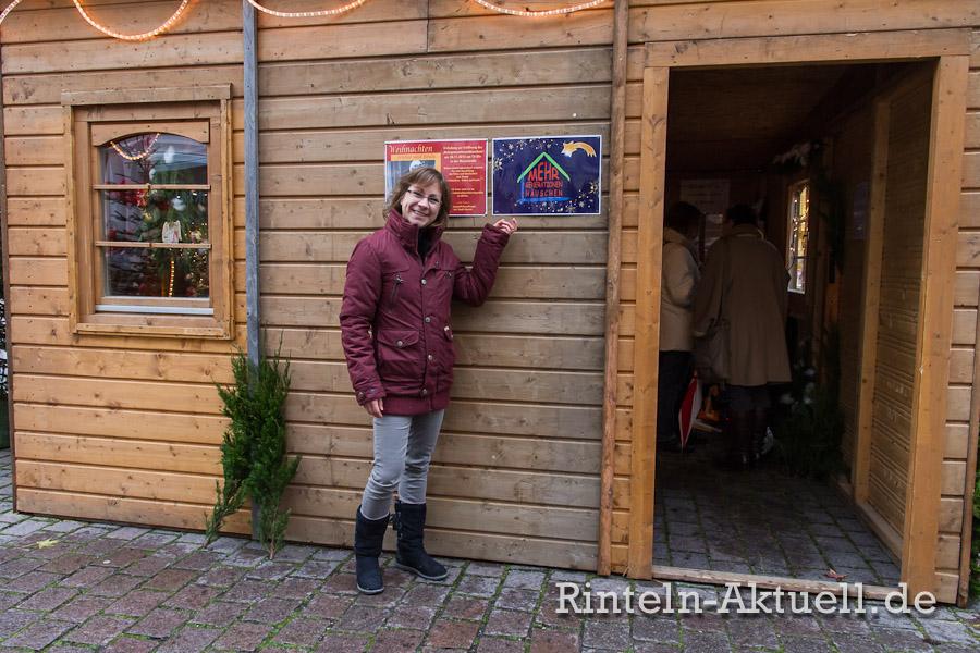 Die Demografiebeauftragte der Stadt Rinteln, Linda Ruppel, freut sich auf eine interessante Vorweihnachtszeit im Mehrgenerationenhäuschen.
