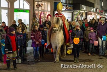 Mit Pferd und Fackel durch die Stadt: Martinsumzug in Rinteln
