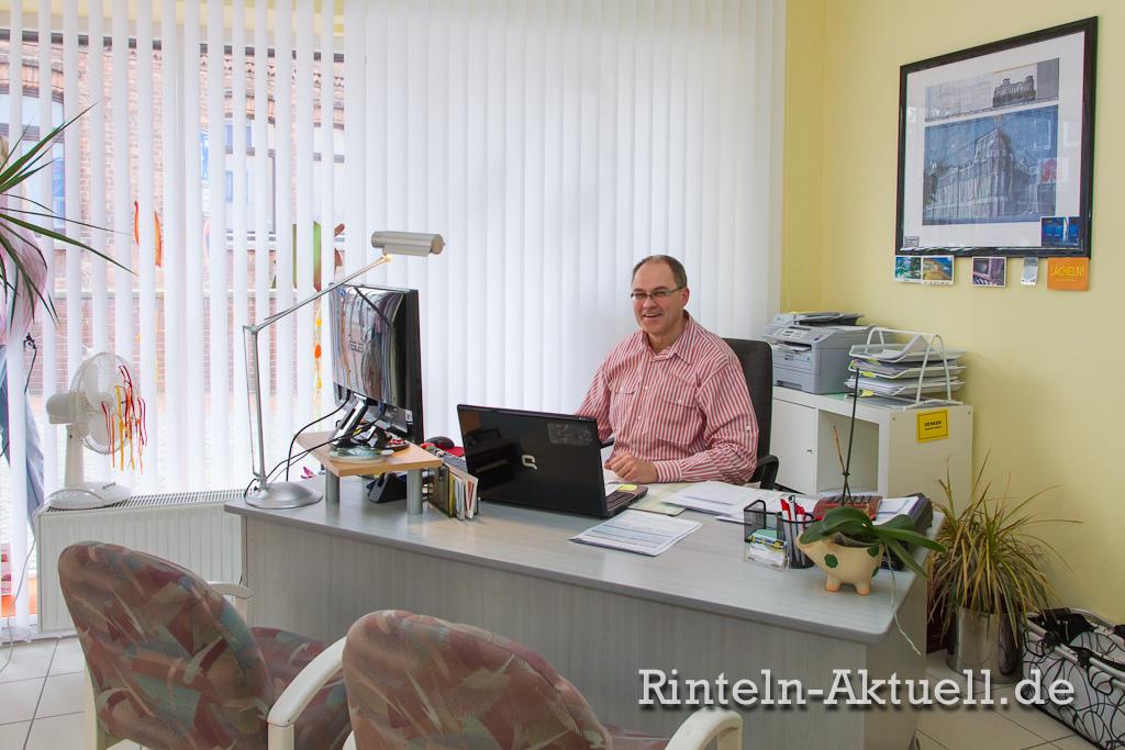 Rüdiger Krückeberg von EnVeWe berät die Kunden bei der Wahl der optimalen Tarife für Gas, Strom und Heizöl.