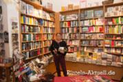 Literatur und edle Tropfen am Kirchplatz: Buch & Wein