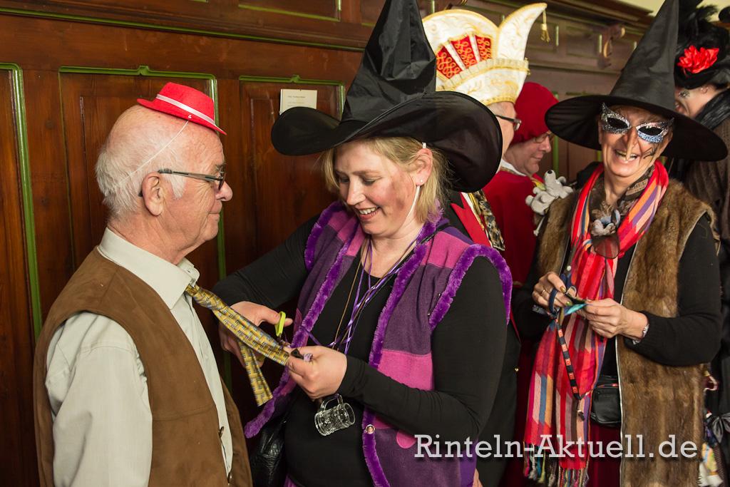 01 rinteln karneval rathaus hexen schluessel buergermeister