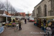 Klare Worte: Der Wochenmarkt bleibt am Kirchplatz