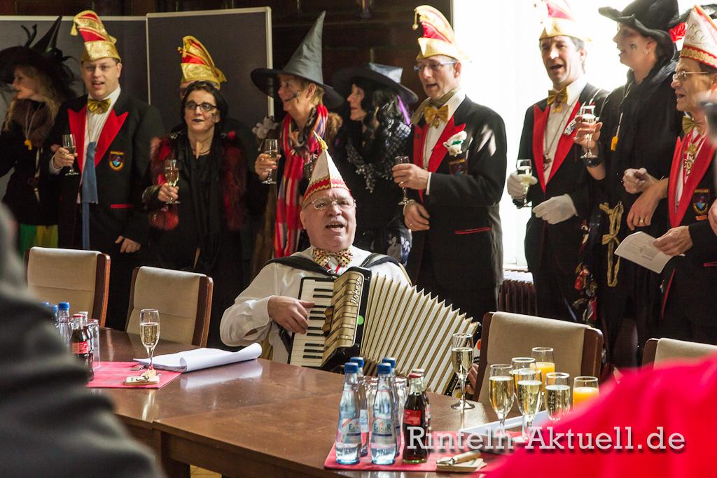 04 rinteln karneval rathaus hexen schluessel buergermeister