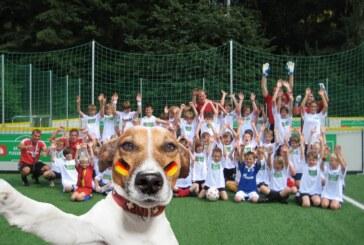 Sparkasse Schaumburg sucht die schönsten Gruppen-Selfies der Schaumburger Fußballmannschaften