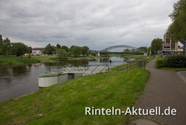 In die Weser gefallen? Polizei und Feuerwehr sucht in Rinteln nach vermisster Frau