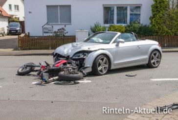 Schwerer Verkehrsunfall zwischen Auto und Motorrad auf der Detmolder Straße