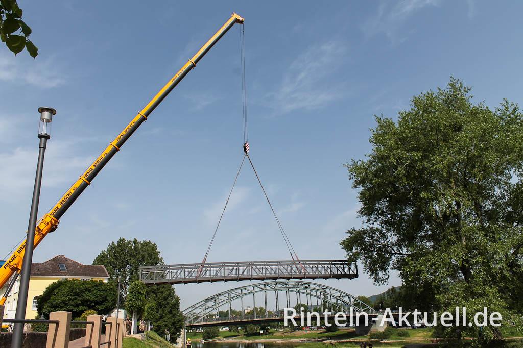 Die letzten 35 Meter legt die Brücke auf dem Luftweg zurück.