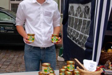 Aktion zum Rintelner Bauernmarkt: NABU-Neumitglieder erhalten NAJU-Honig als Begrüßungsgeschenk