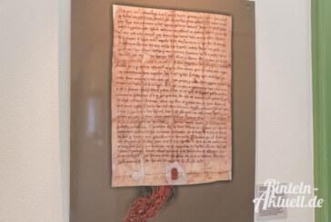 Beim Trocknen zerbröselt: Interessantes aus 775 Jahren Rinteln – Ausstellung in der Rathaus-Galerie