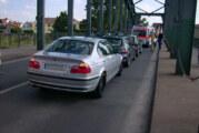 Dreifach-Crash auf der Weserbrücke: Zwei Verletzte