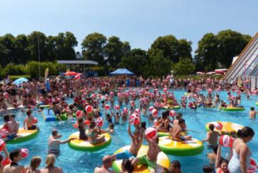 Sprudelnde Beats und heiße Rhythmen bei der Sparkassen-Sommer-Pool-Party, Anreise mit dem Schienenbus möglich