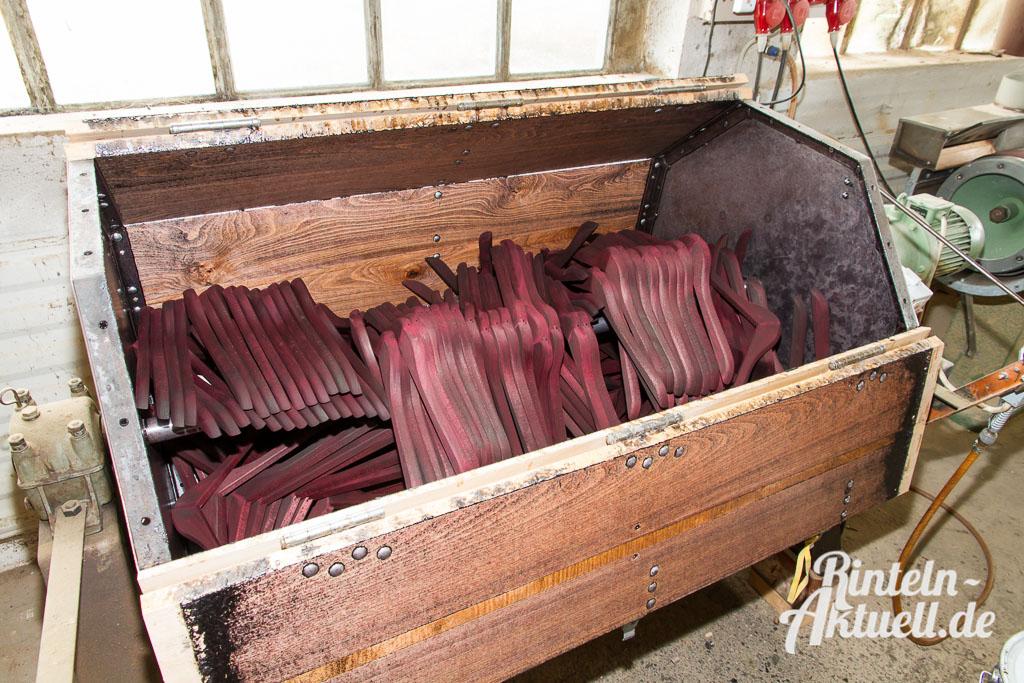 01 rintelnaktuell wiwa kleiderbuegel deckbergen produktion