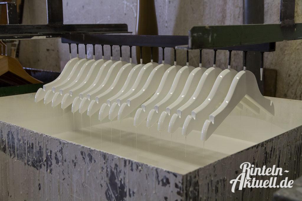 06 rintelnaktuell wiwa kleiderbuegel deckbergen produktion