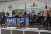 Feuerwehr Blasorchester Rinteln spielt im Sägewerk Lauenau
