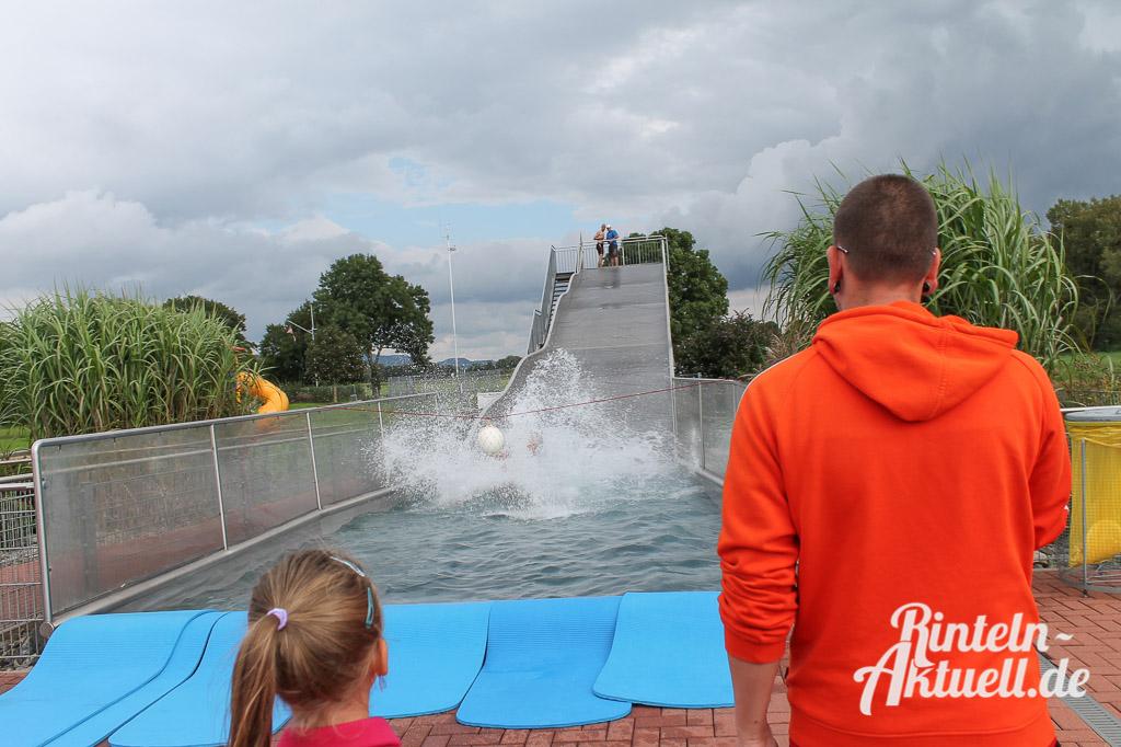 07 rintelnaktuell freibad rutschmeisterschaften wasser schwimmen wettbewerb