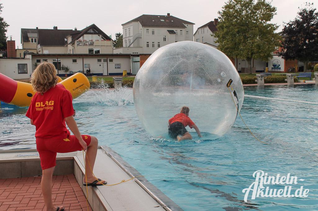 19 rintelnaktuell freibad rutschmeisterschaften wasser schwimmen wettbewerb