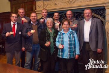 Wer anderen hilft, lebt glücklicher: Ehrenamtskarten im Rintelner Rathaus überreicht