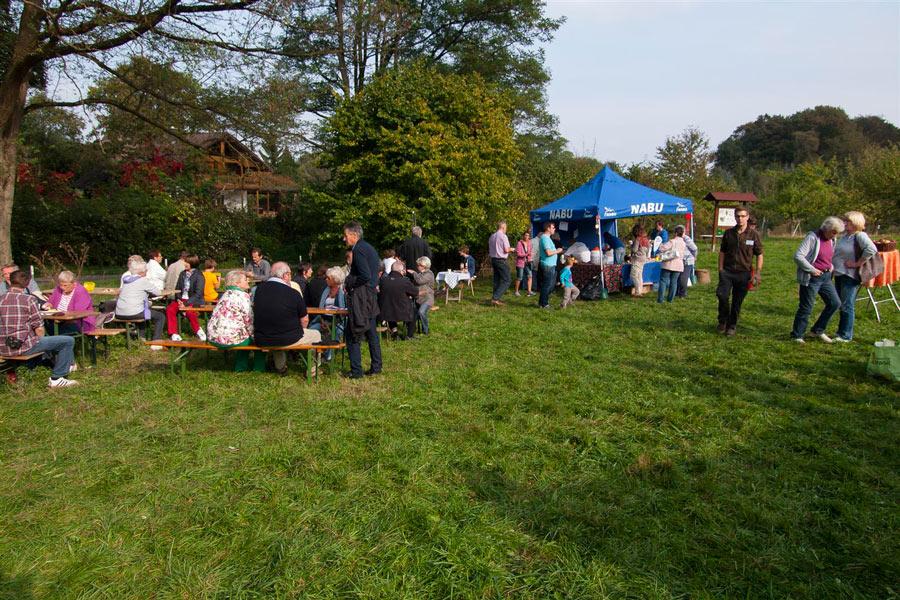 03-rintelnaktuell-nabu-Streuobstwiese-Hohenrode-Apfelfest-05.10.2014