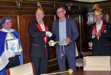 Rintelner Carnevalsverein übernimmt die Macht im Rathaus: Bürgermeister muss Schlüssel wieder abgeben