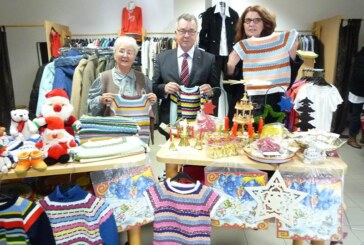 Steinbergerin strickt Kinderkleidung für DRK-Kleiderladen in Bückeburg