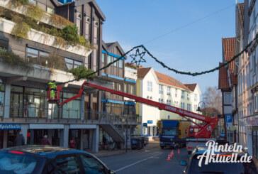 Über den Dächern von Rinteln: Die Weihnachtsbeleuchtung erstrahlt jetzt in LED-Technik