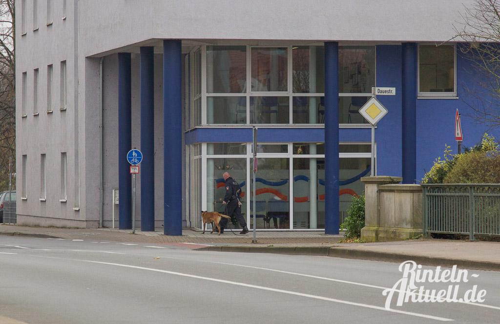 01 rintelnaktuell arbeitsamt jobcenter bombendrohung stadthagen polizei spuerhund