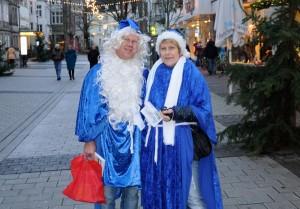 01-rintelnaktuell-blaue-weihnachtsmaenner