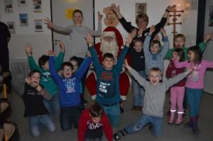 01-rintelnaktuell-kinderfeuerwehr-weihnachtsgeschenke-gluehwuermer