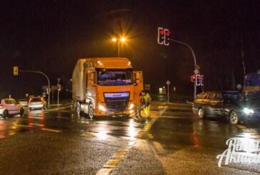 Crash auf Steinberger Ampelkreuzung: LKW übersieht entgegenkommendes Auto