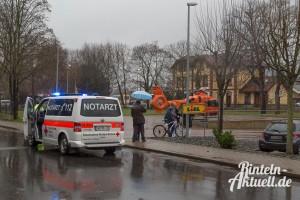 01-rintelnaktuell-unfall-nordstadtkreisel-rettungshubschrauber