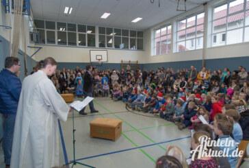 Heiß begehrte Geschenke: Weihnachtsbasar der Grundschule Nord begeistert Kinder und Eltern