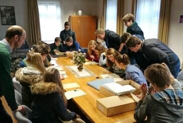 Schüler des Gymnasiums besuchen Rintelner Stadtarchiv