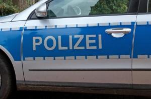 01-rintelnaktuell-polizeibericht-streifenwagen-tuer