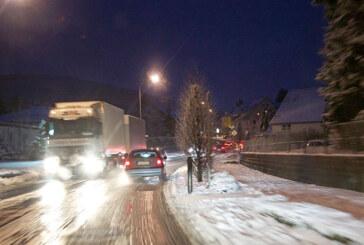 Schnee sorgt für Unfälle und Verkehrsbehinderungen
