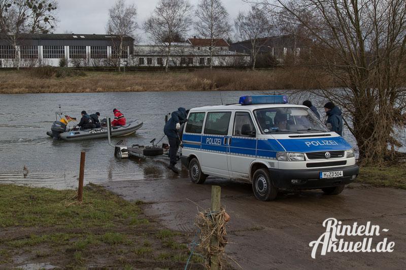 02 rintelnaktuell polizeieinsatz frau weser vermisst 27.1.15 suche boot sonar