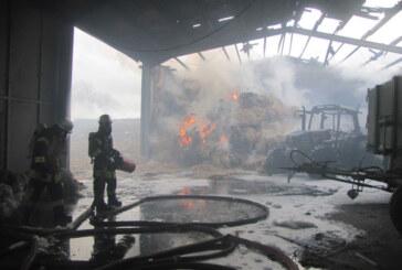 Scheunenbrand in Veltheim: Löscharbeiten bis zum Abend