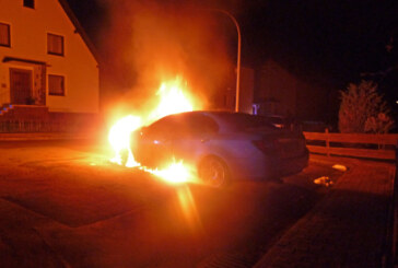 Danziger Straße: Auto in Flammen