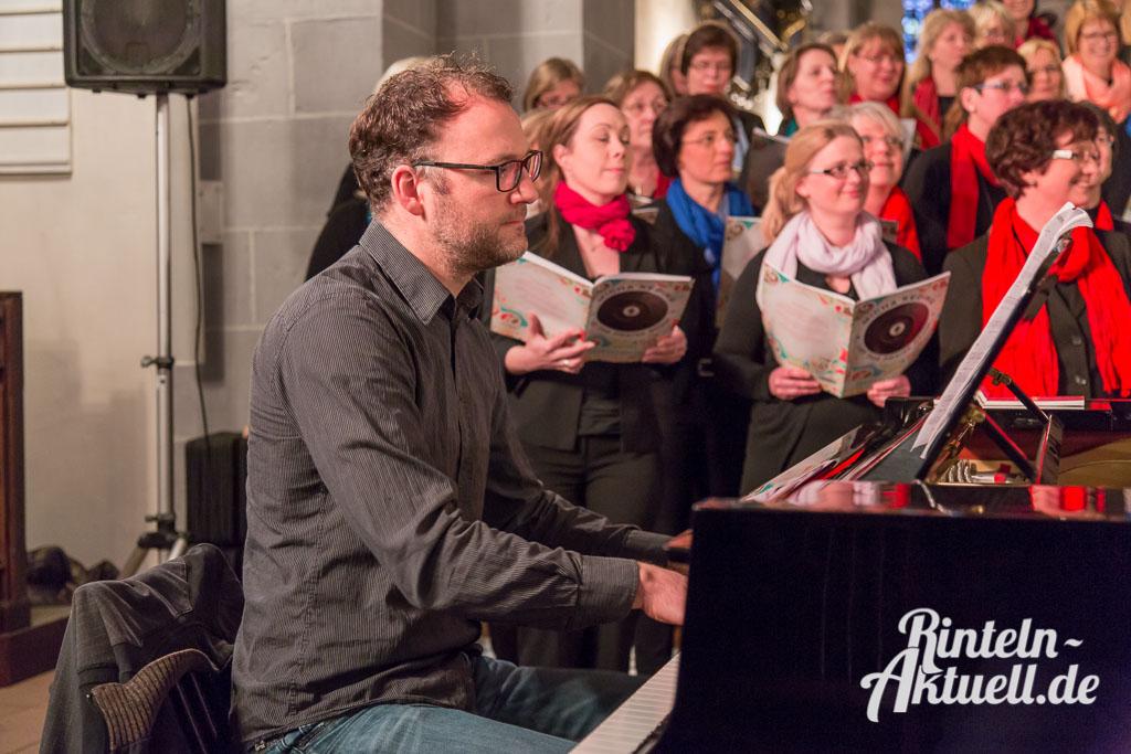 01 rintelnaktuell gospelkonzert nikolaikirche johannis michakeding saengerinnen wochenende musik chor