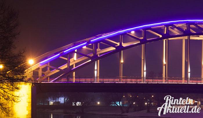 01-rintelnaktuell-weserbruecke-blaue-beleuchtung-defekt
