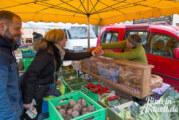 Samstags am Kirchplatz: Wir begleiten eine Familie bei ihrem Einkauf auf dem Wochenmarkt