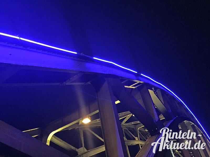02-rintelnaktuell-weserbruecke-blaue-beleuchtung