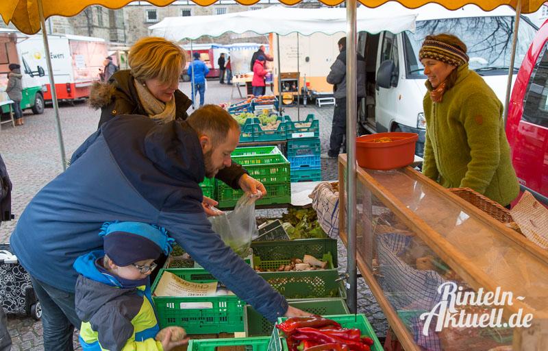 02 rintelnaktuell wochenmarkt einkauf familie