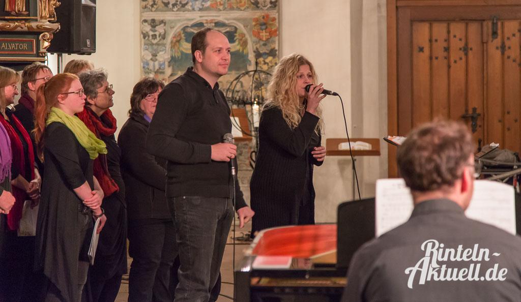 03 rintelnaktuell gospelkonzert nikolaikirche johannis michakeding saengerinnen wochenende musik chor