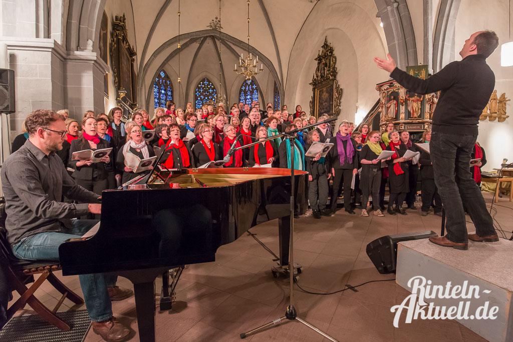 09 rintelnaktuell gospelkonzert nikolaikirche johannis michakeding saengerinnen wochenende musik chor