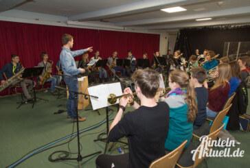 Ferien in der Schule: Bigband des Gymnasiums Ernestinum nimmt neue CD auf