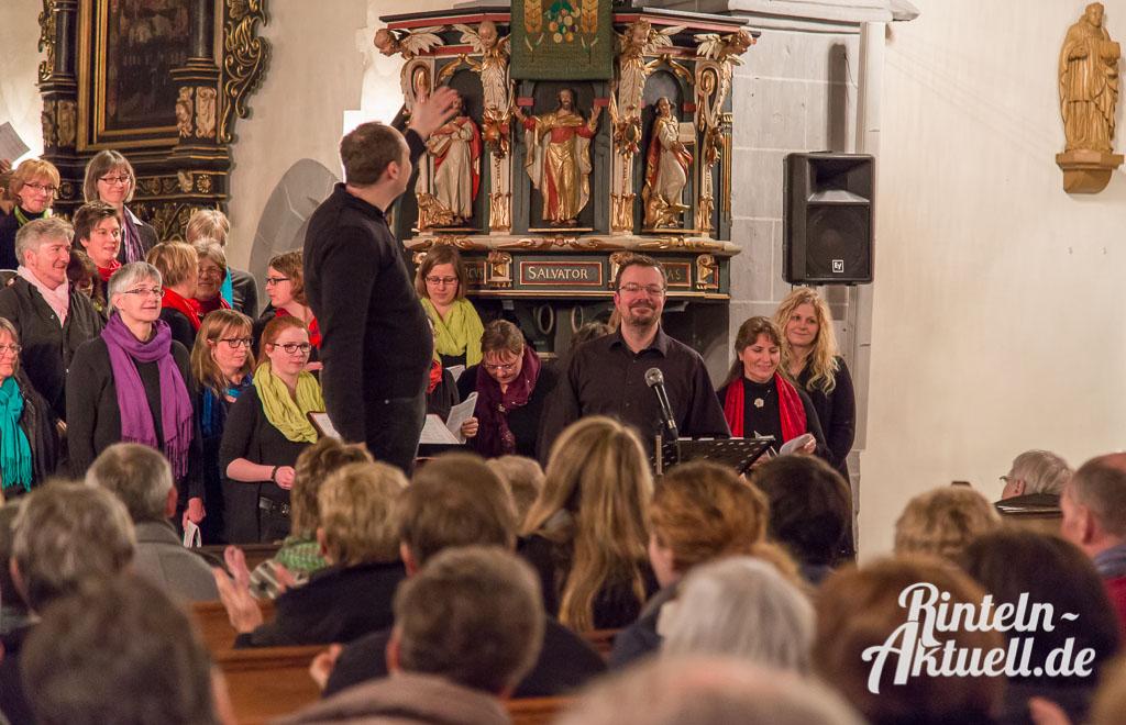 12 rintelnaktuell gospelkonzert nikolaikirche johannis michakeding saengerinnen wochenende musik chor